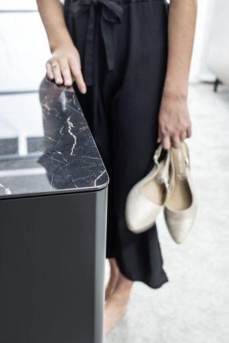 GOYA 44 Marmor schwarz glänzend Mittelinsel Ankleidezimmer Ankleideraum begehbarer Kleiderschrank Kommode Beimöbel runde Ecken