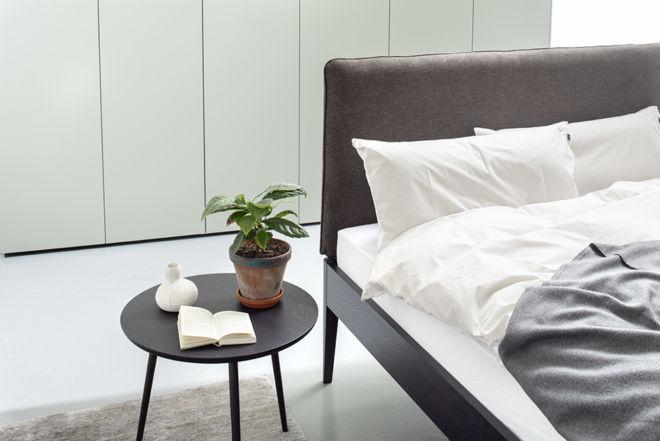 Sudbrock Bett GOYA schlafen Bett Doppelbett Einzelbett Holz schwarz anthrazit massiv Kopfteil gepolstert Beistelltisch Nachtkonsole