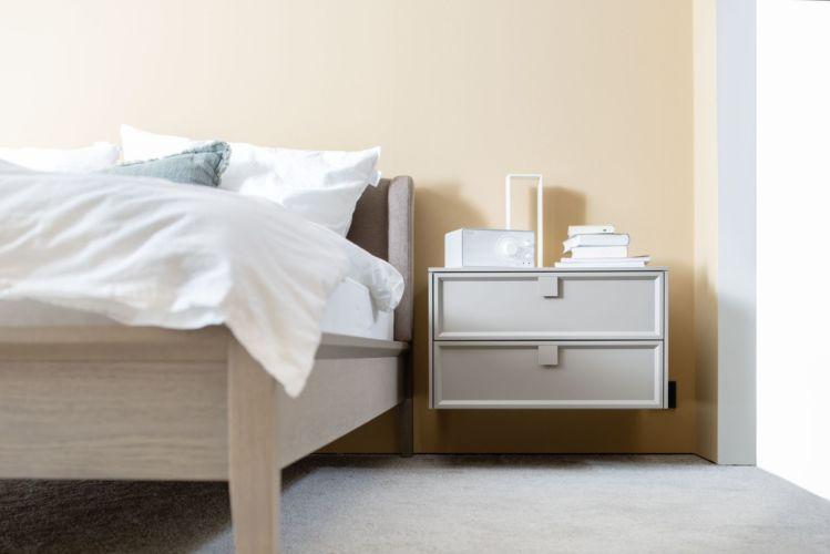 Sudbrock Schlafzimmer weiß Bett Artayo Doppelbett EInzelbett Kopfteil gepolstert schlafen Holz Stoff stoffbezogen
