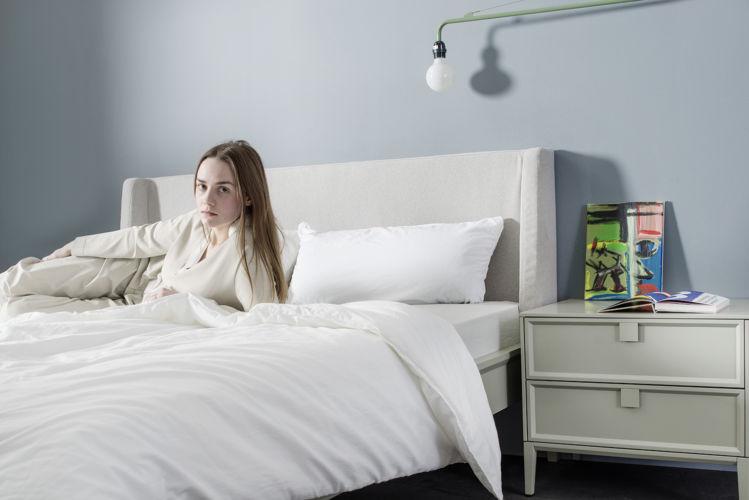 Sudbrock Schlafzimmer salbei grün Bett Artayo Doppelbett EInzelbett Kopfteil gepolstert schlafen
