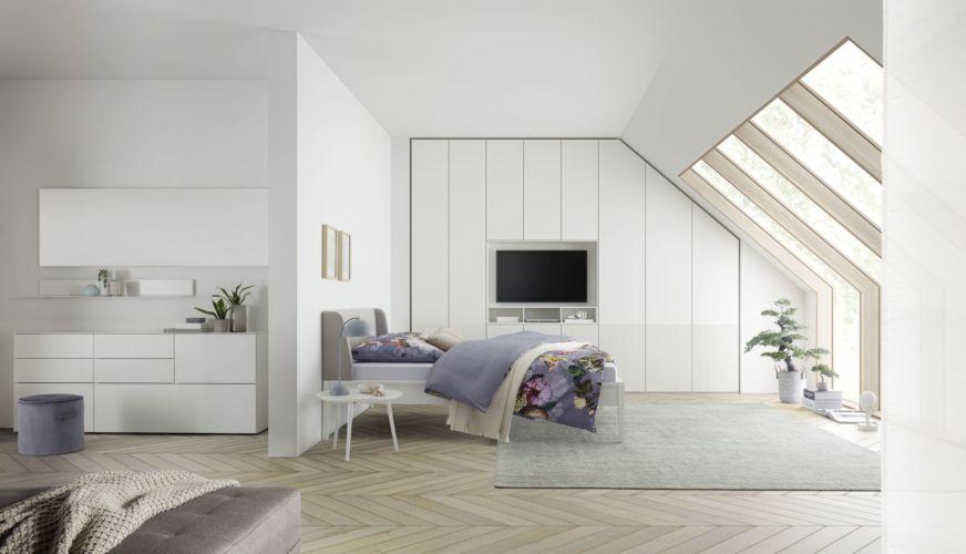 Schlafzimmer Milieu schlafen Sudbrock Kleiderschrank Artayo Mellini Cubo Miria Kleiderschrank Drehtüren Beistelltisch Kommode Beimöbel weiß Sideboard TV Einsatz