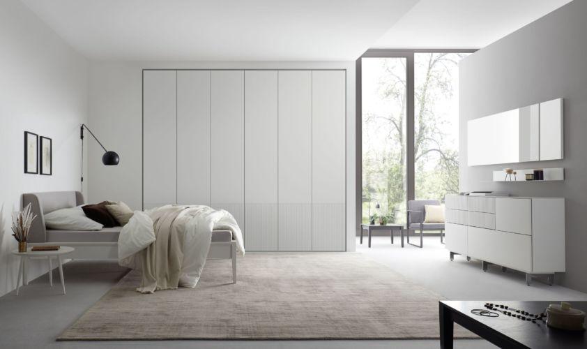 Kleiderschrank MIRIA Schrank Sudbrock Drehtürenschrank Rillen geriffelt weiß Schlafzimmer Milieu Sideboard Bett