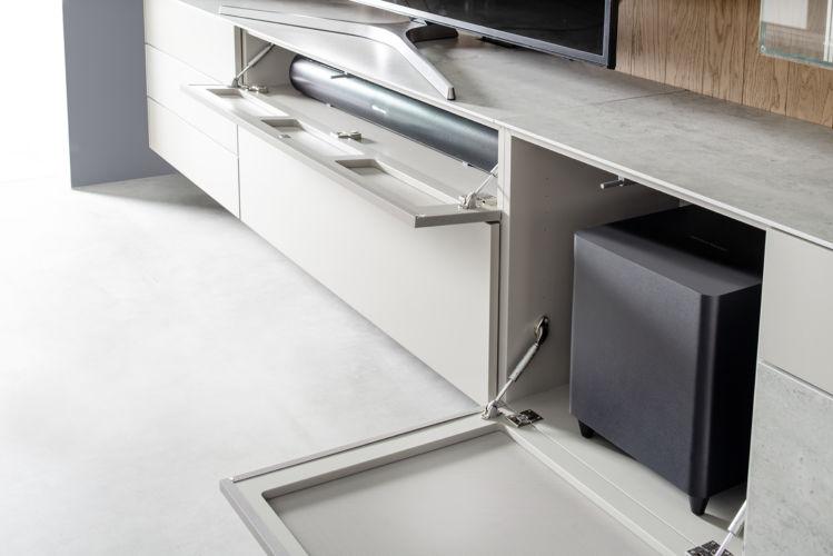Wohnwand Medienmöbel Soundmöbel Wandpaneele grau TV-Wand Eiche Vitrinen hängend Keramik