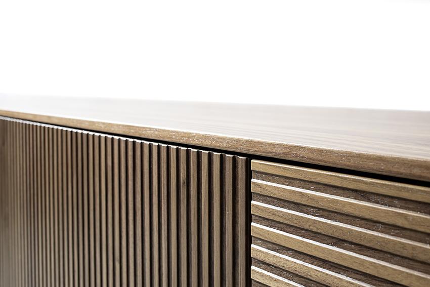 Sideboard Lowboard Nussbaum natur Furnier Rillenoptik Rillen waagerecht senkrecht