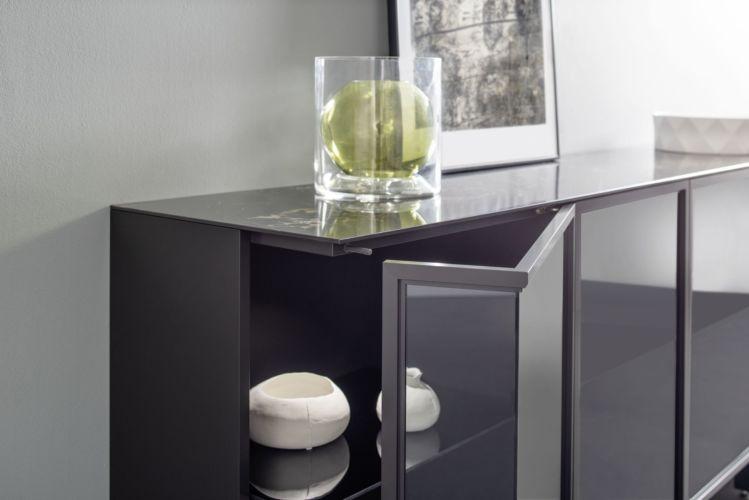Sideboard Kommode Hängevitrine Vitrinen hängend Kufen Glasausschnitt über Eck Glastür Wohnen