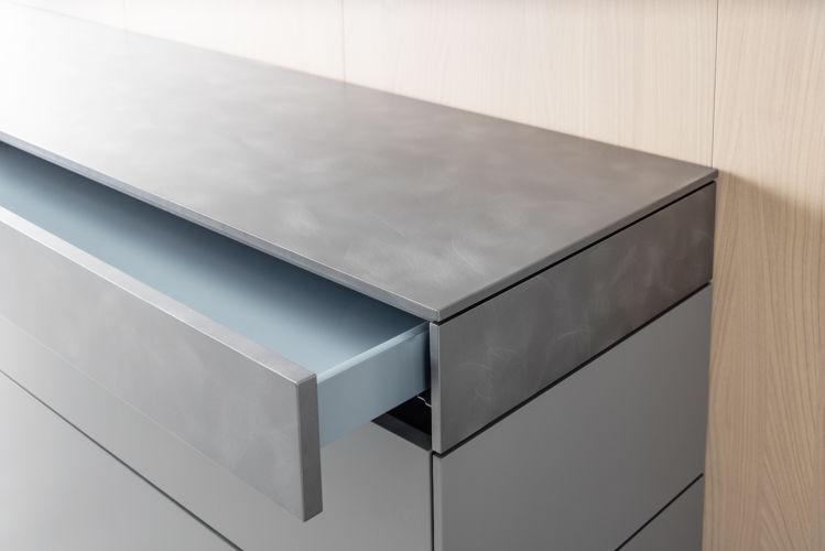Sideboard Kommode Außenseiten Stahl grau Eiche Wandpaneele Zargenlackierung blau