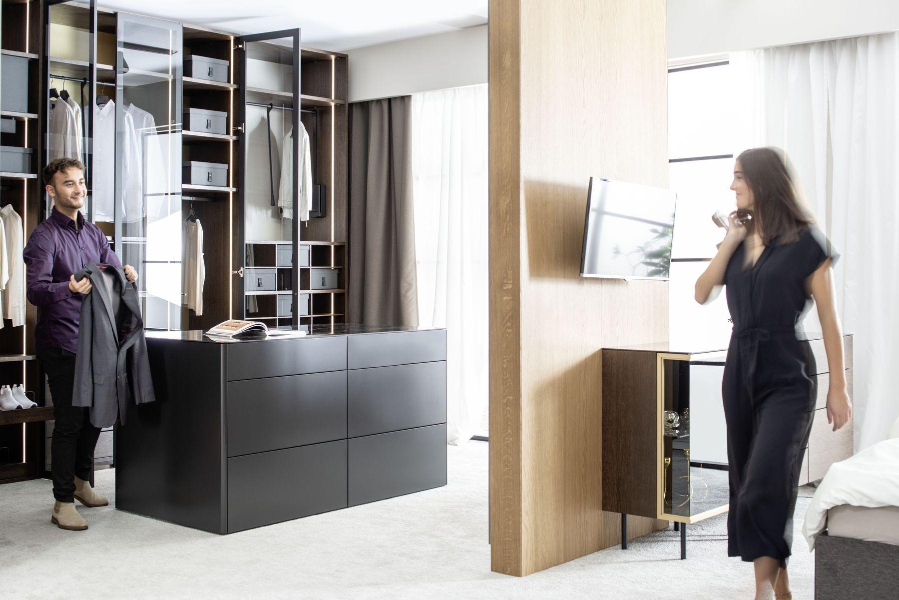 Schlafzimmer Kleiderschrank Mittelinsel begehbar Fokus Goya Cubo Sudbrock Schlafen Schrank Kommode