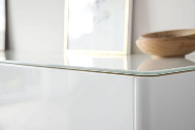 Sideboard Goya Hochglanz Hochglanzlackierung weiß Lack Esszimmer Wohnzimmer Schlafzimmer Sudbrock Schiebetüren hängend Busschiebetür Glasabdeckblatt Glas