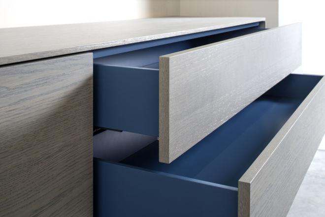 Sideboard Lowboard Furnier Eiche grau Kufen Sudbrock GOYA blau Zargenlackierung Wohnzimmer Esszimmer