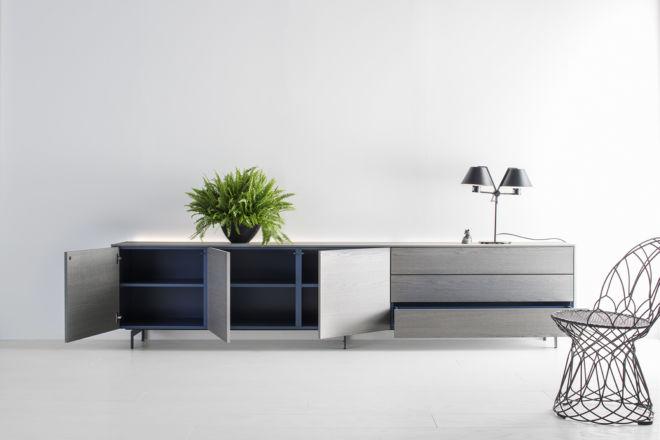 Sideboard Lowboard Furnier Eiche grau Kufen Sudbrock GOYA blau Zargenlackierung Wohnzimmer Esszimmer Metallfüße