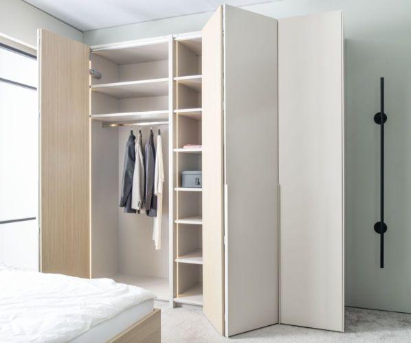 Kleiderschrank Falttüren Schlafzimmer Schrank geschlossener Kleiderschrank Sudbrock Miria Schlafen indirekte Beleuchtung