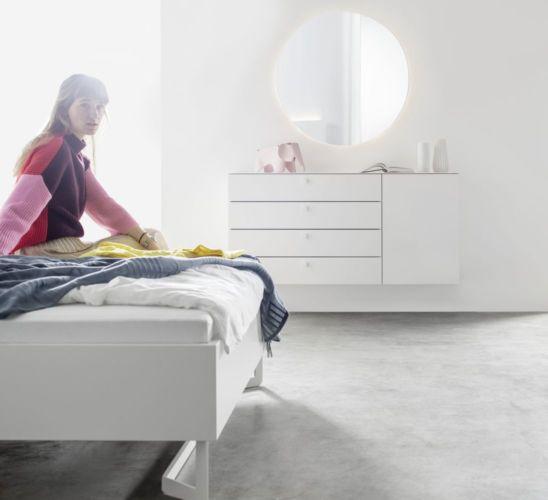 Sudbrock Schlafen Schlafzimmer Beimöbel Miria Spiegel rund Keramikabdeckblatt Marmor weiß Sideboard Highboard