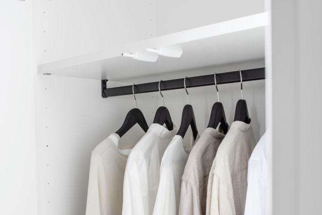 Kleiderschrank MIRIA Schrank weiß Sudbrock Drehtürenschrank Schlafzimmer Kleiderlift Innenspiegel Zubehör Inneneinteilung Innenausstattung Kleiderstange schwarz