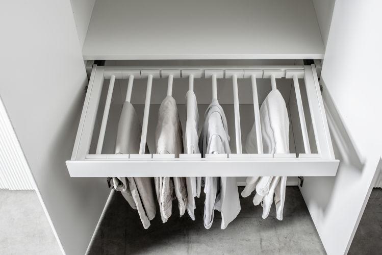 Kleiderschrank MIRIA Schrank weiß Sudbrock Drehtürenschrank Schlafzimmer Kleiderlift Innenspiegel Zubehör Inneneinteilung Innenausstattung Hosenauszug