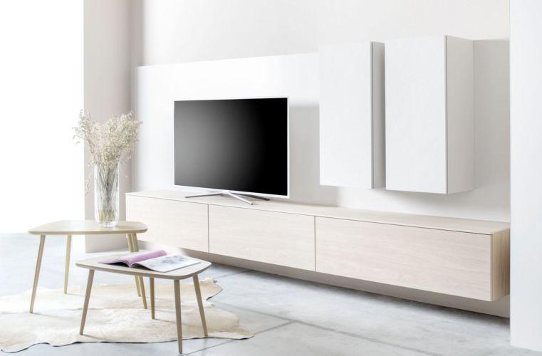 Wohnwand Wandpaneele weiß TV-Wand Eiche hängend Keramikfronten Keramik Beistelltische